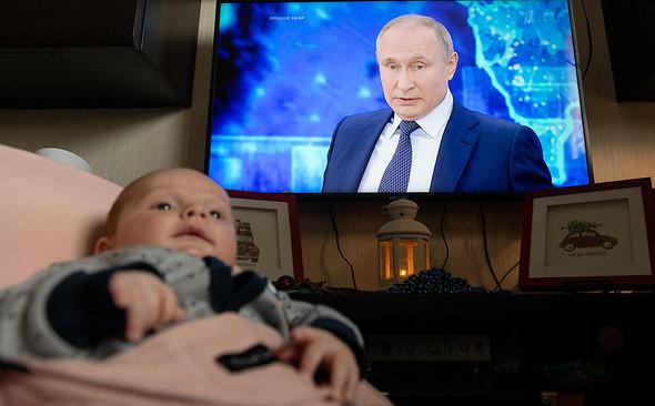 Новогодний подарок детям: Путин подписал указ о единовременной выплате по 5 тысяч рублей на детей до 7 лет